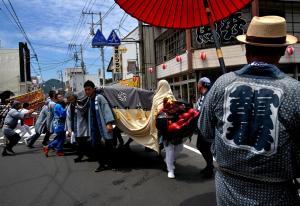 『H25おまつり部門市長賞「練り歩く獅子舞」』の画像