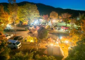 『賑わうキャンプ場』の画像